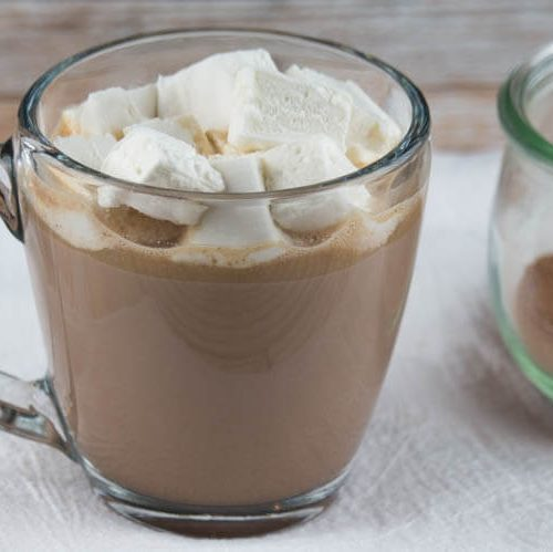 Superfood Hot Cocoa with Honey-Sweetened Marshmallows - This treat is packed with nutrient dense ingredients such as mineral-rich coconut sugar, fermented raw cacao powder, and grass-fed collagen for a protein kick. Naturally primal with dairy free option. It also makes a great homemade gift with a FREE printable page for gift tags. #primal #nourishing #hotcocoa #homemadegifts