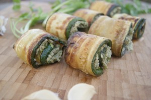 Cashew and Garlic Zucchini Pinwheels - flavorful appetizer and a sure crowd pleaser