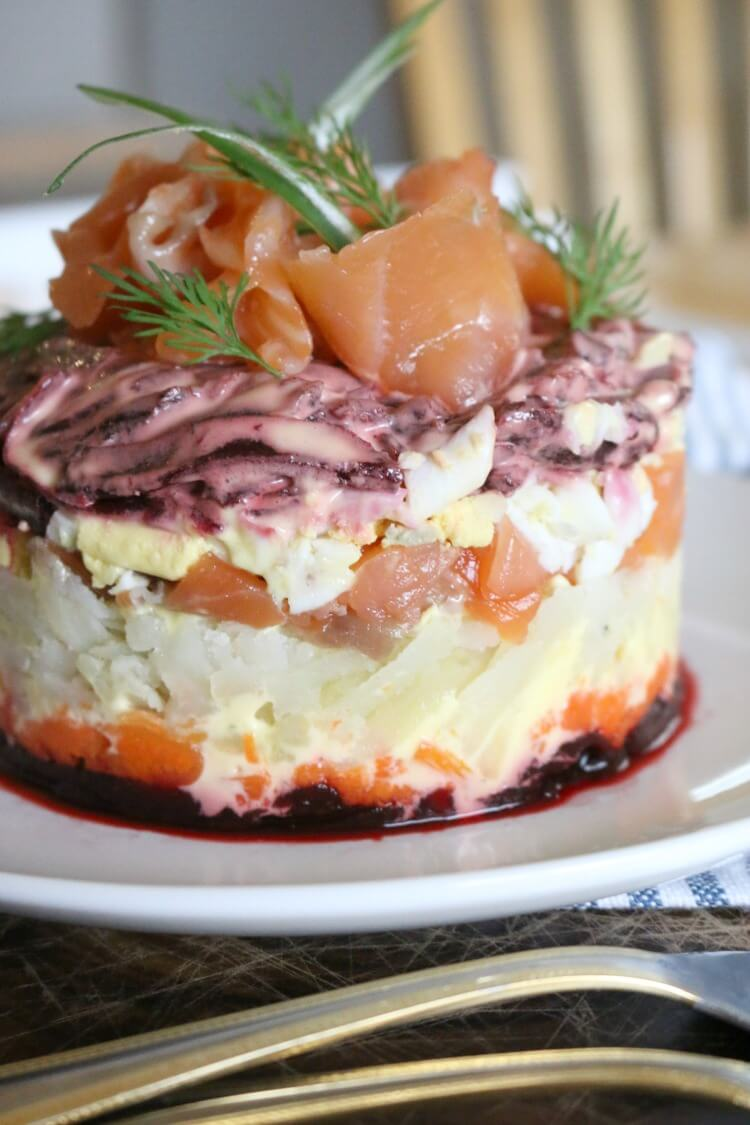 Lox Layered Salad (Salmon with Root Vegetables) is full of resistant starch and high in protein. Click to get the recipe.