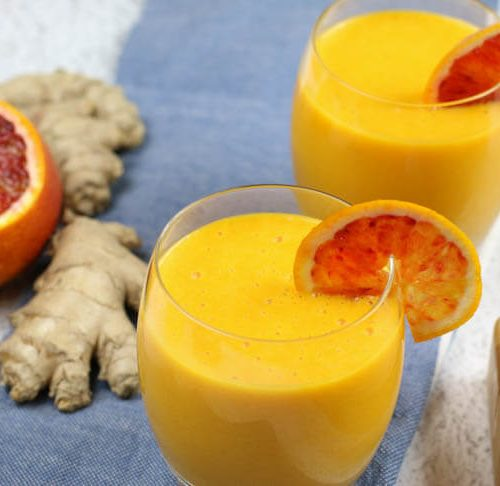 Immune Boosting Citrus Ginger Smoothie - Sweet citrus fruits are blended with carrots, ginger, turmeric, and a bit of coconut oil for healthy fats. Add in additional whole foods vitamin C for an extra boost.  #immuneboosting #healthysmoothie #citrus #ginger