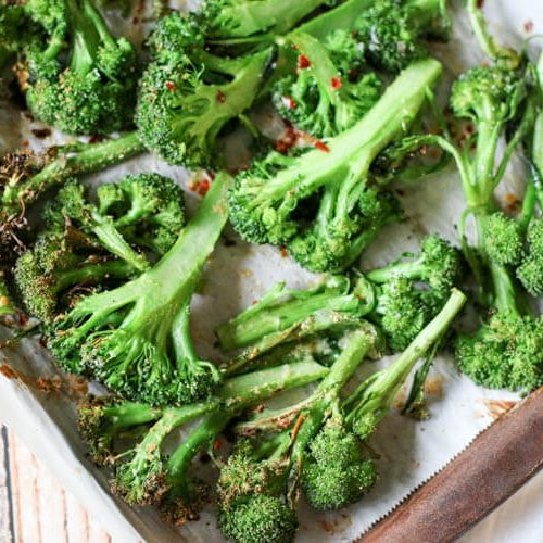 Easy Oven Roasted Broccolini Recipe (Low-Carb, Primal, GAPS) - This stupid easy side dish consists of 2 minutes hands-on prep time and 4 simple ingredients. It's low carb, GAPS, Primal, and overall a healthy side dish with very little effort. #lowcarb #healthysidedish