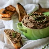 Easy Beef Liver Pâté Recipe (Whole30, Paleo, GAPS, Keto) -This Beef Liver Pâté recipe is so easy - doesn't require soaking and yet full of flavor (not the liver-ey kind). #appetizer #whole30