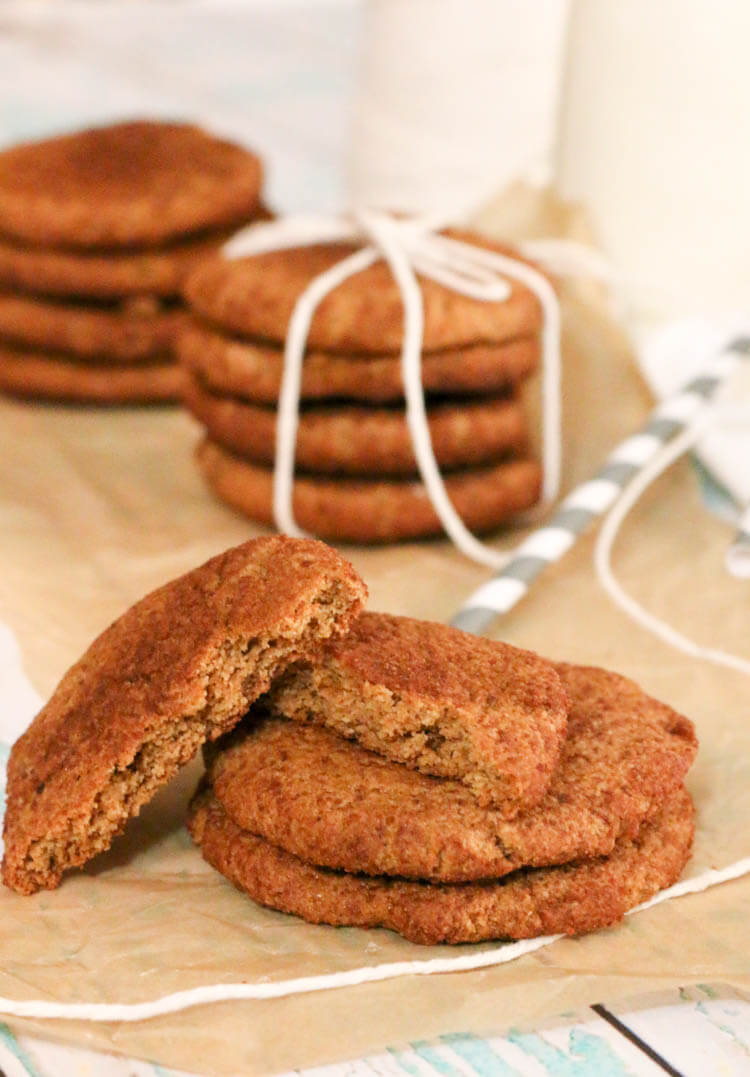 Paleo Snickerdoodles - these gluten free cookies have 6 simple ingredients. Crispy on the outside and chewy on the inside. #paleo #cookies