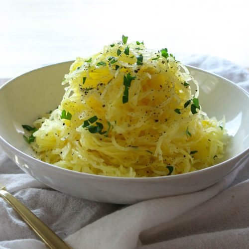 How to Cook Spaghetti Squash for Longest Strands - Spaghetti Squash is a great low-carb and keto alternative to pasta and other carb-heavy foods. Check out this easy way to cook spaghetti squash to achieve those long luscious strands. #keto #lowcarb